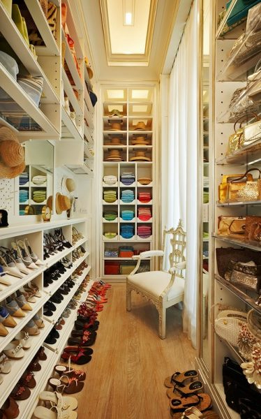 10 Fabulous Small Walk-in Closet Design Ideas