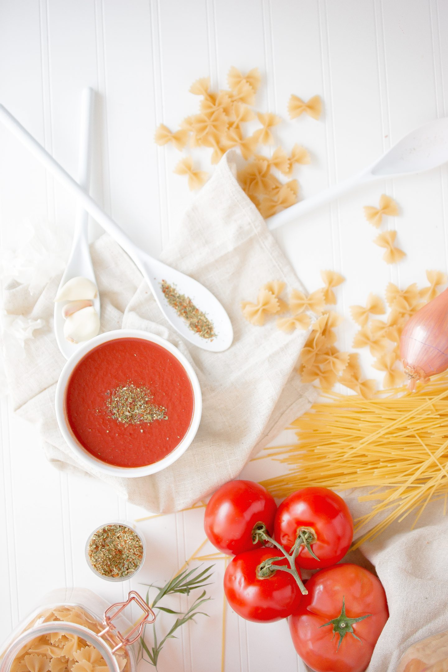 Two Ingredients Tomato Sauce for Spaghetti